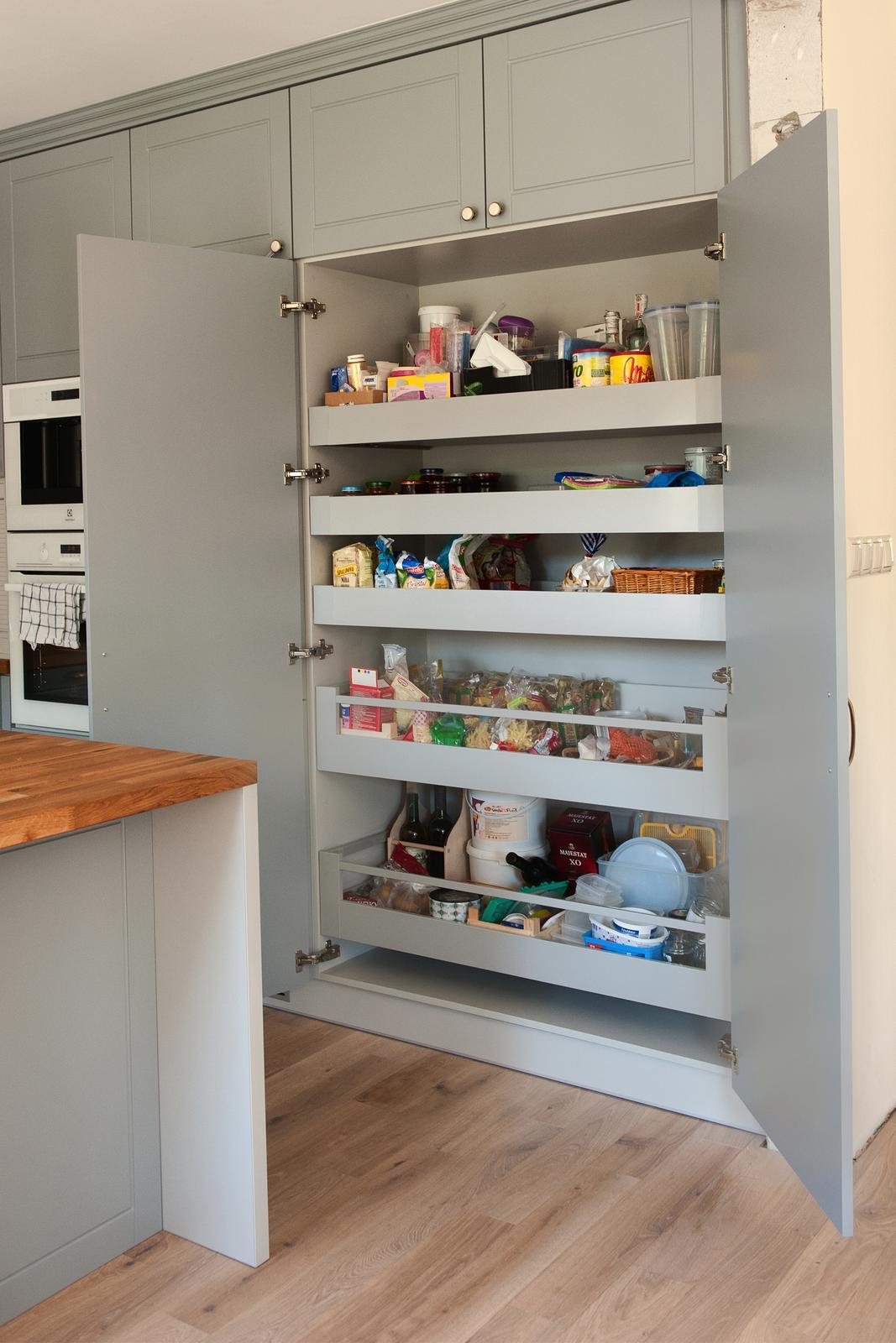 Vidiecka kuchyňa šedá - výroba, montáž a finálne osadenie - Obrázok č. 20