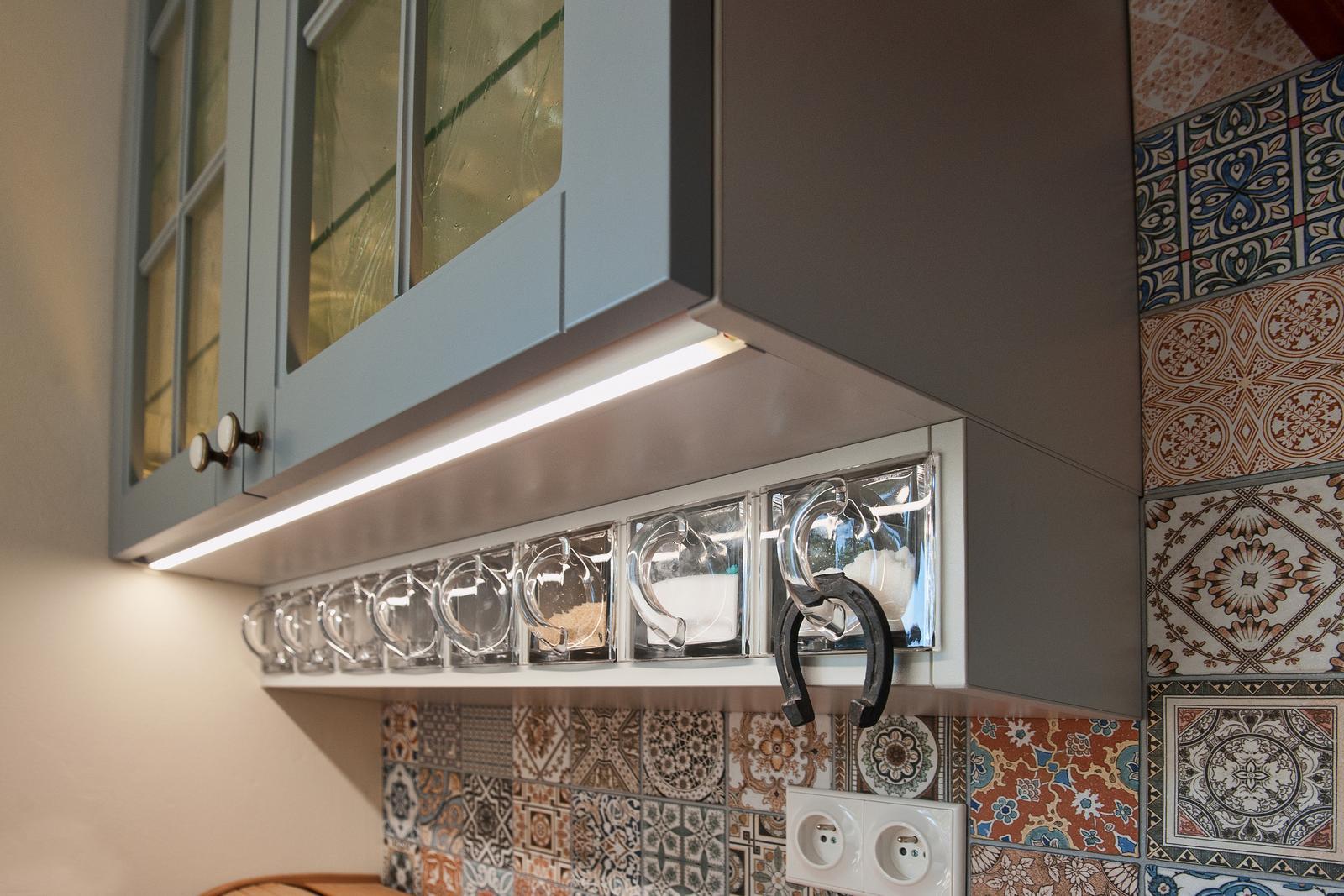 Vidiecka kuchyňa šedá - výroba, montáž a finálne osadenie - Obrázok č. 25