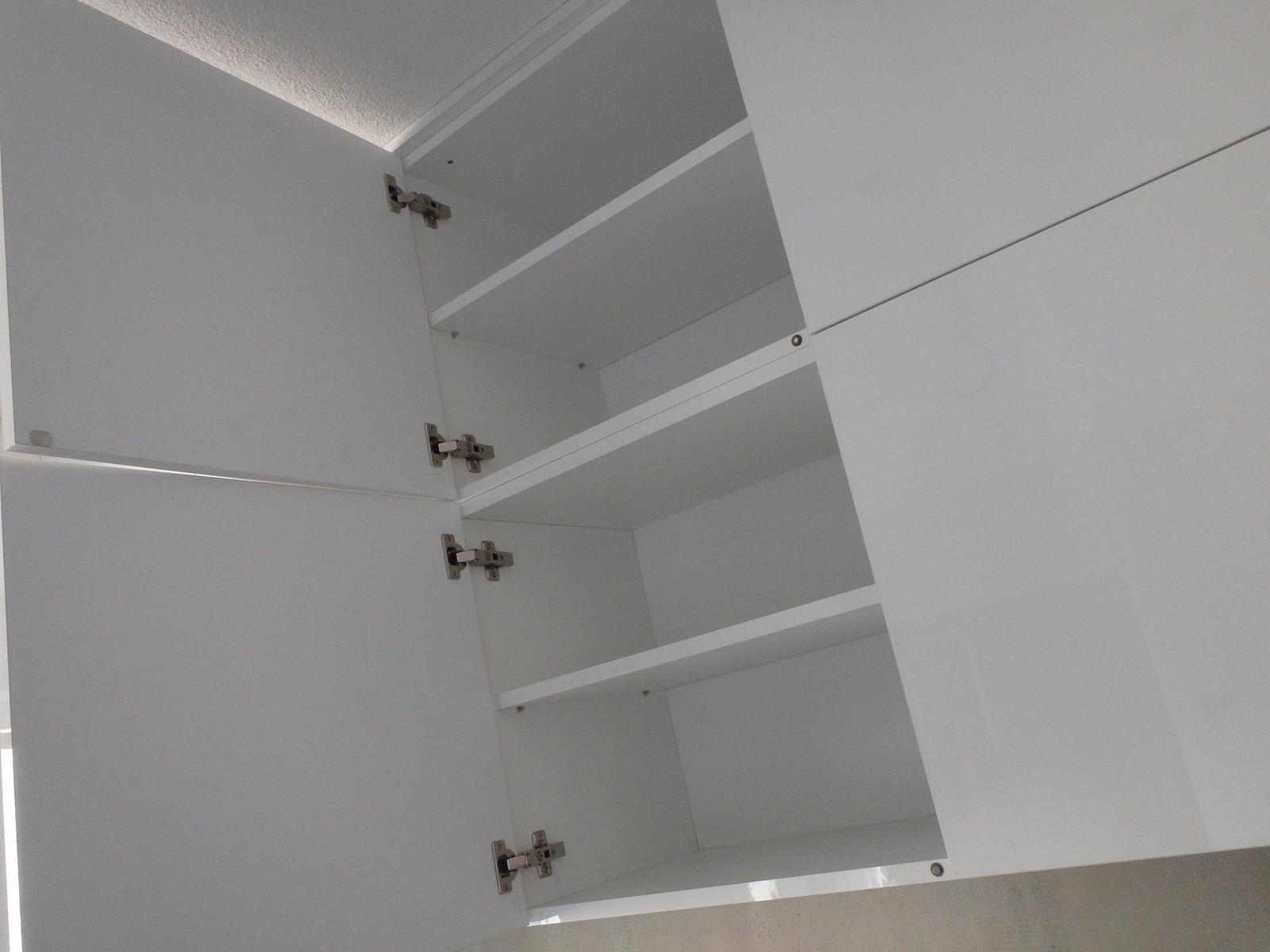 Od vizualizacie po realizovanie kuchyne - stvorcove horne skrinky na push up