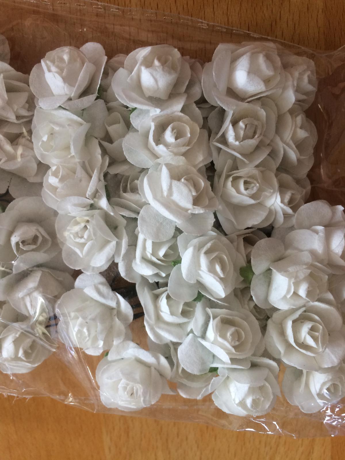 Drobné růžičky na drátku - Obrázek č. 1