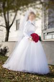 Bílé korzetové svatební šaty s perlovým vyšíváním , 42