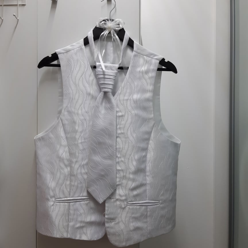 vesta s kravatou - Obrázok č. 1