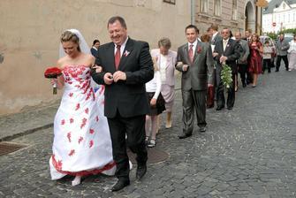 pochod do kostola:o))