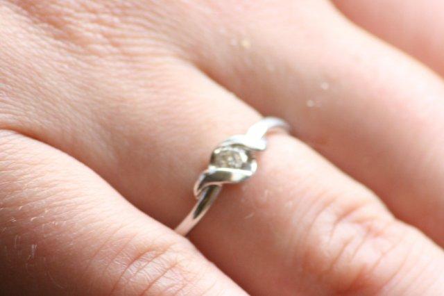 19.9.2009 Danka a Vasek - tak toto je moj snubny prsten:)
