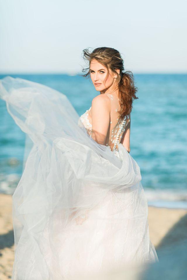 Svatební šaty se závojem - Obrázek č. 1
