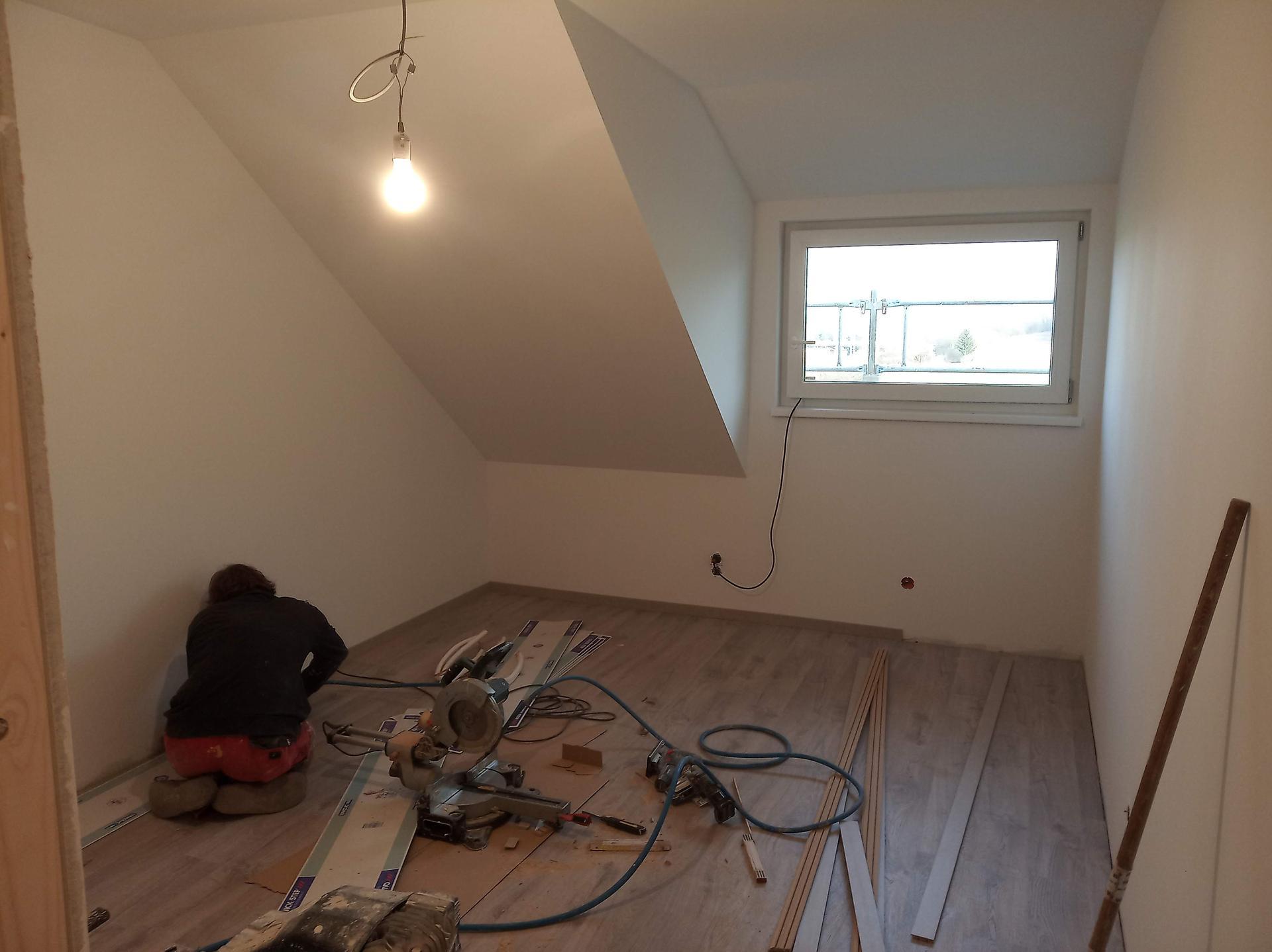 Nova 101 - 15. den - dokončování podlah v patře