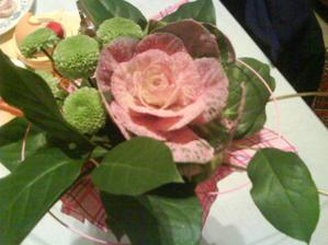 a takuto kyticu dostala moja mamina aj buduca svokra,na naše zasnuby od drahého
