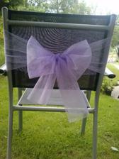 zkouška mašle na židli, budeme mít i bílé potahy