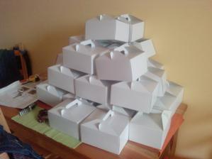 krabičky na výlsužky složeny