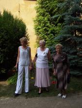 Maminka a babičky nevěsty