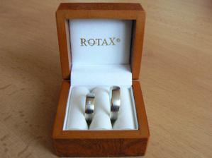 prstýnky ještě spinkající v krabičce :)