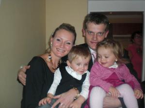 a to jsme my.kompletní rodinka,jen to příjmení maminky musíme změnit:-)