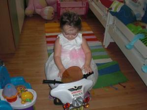 že by dojela s Dandou k oltáři na motorce:-))))))))