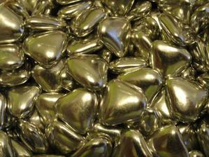 Čokoládové mini srdiečka, ktorými budú naplnené menovko-darčeky...:D