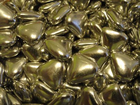 """Ajka&Jojko - o chvíľu si povieme """"áno""""...:) - Čokoládové mini srdiečka, ktorými budú naplnené menovko-darčeky...:D"""