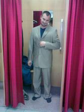 Oblek už by byl.