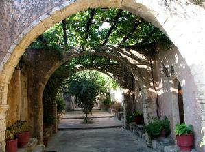 klášter Moni Aghios Ioannis - do něj jsem se naprosto zamilovala :-)