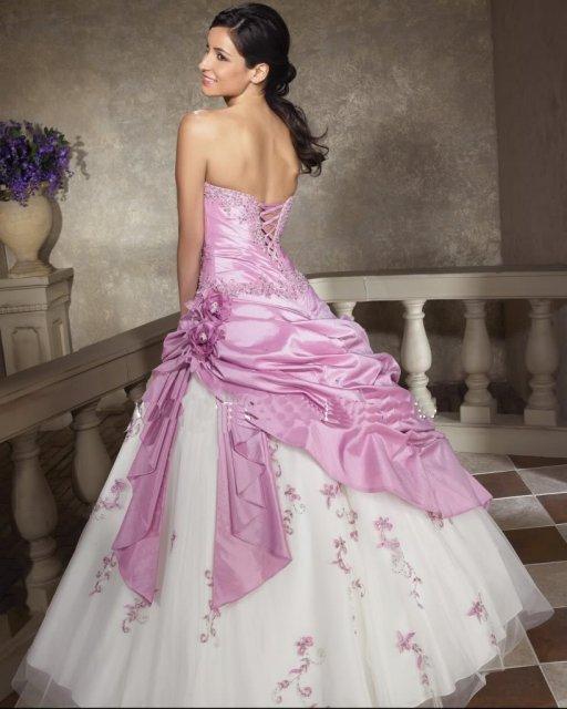 5e87d87c000 Svatební šaty - růžové i červené až do bordó - Svatební šaty ...