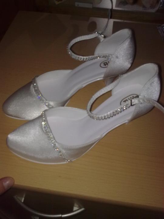 Prípravy na 11.6.2011 - moje topanočky...
