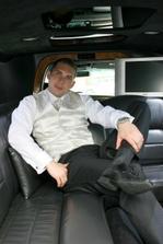 ..a ženích v limuzíne