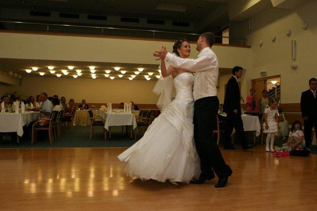 Erika{{_AND_}}Martin - prvý tanček