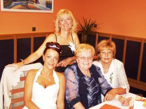 s maminkou a sestrami