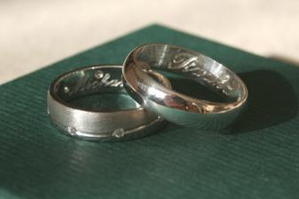 Tak takhle vypadají naše prstýnky