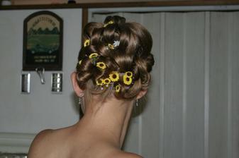 Ještě musím přidat fotografii svého účesu. Mě osobně se moc líbil, mám šikulku kadeřnici!!!