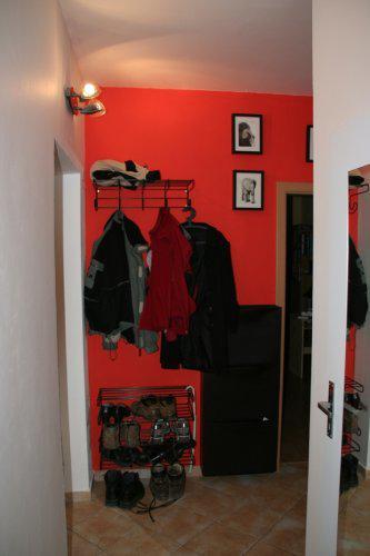 Náš druhý byt - Chodba - trochu jsem si hrála s barvičkami, aneb jak nemít věšák a botník fádní?