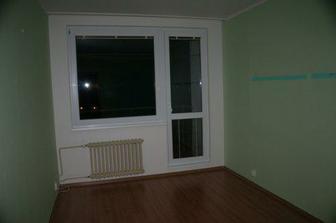 Ložnice (a vstup na balkon) - původní stav...