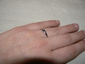 Zásnubný prstienok na mojej ruke