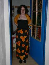 Ja v svadobnom :-)  (oranžové čudo cez ramena ešte neušité, tak si to tam tak čudne držím - keď to bude ušité bude to lepšie)