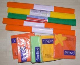 Máme oranžové servítky a kúpila som aj žlté a zelené - to bude asi doplnková farba a kúpila som pre istotu krepový papier, ak by sa zišiel na výzdobu, tak nech je (pekné farby mali :-) )...