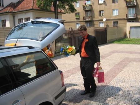 """Júlia Lorenzová{{_AND_}}Karol Varga - """"Nakladáme sa"""" po obrade ;-)"""
