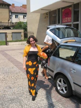 Júlia Lorenzová{{_AND_}}Karol Varga - Ešte nevesta pri aute ;-)