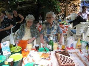 Túto foto hlavne kôli starej mame dávam (stará mama na foto vľavo). Stará mama na druhý deň umrela :-(