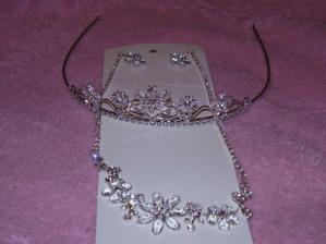 moja korunka a náhrdelník s naušničkami