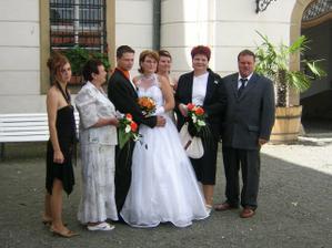 společné foto s rodiči a se svědky