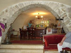 pohled do kuchyně, jednalo se o velmi starý dům