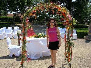 pod svatební bránou