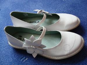 moje botičky na večer, aby mi neumřely nohy:-)
