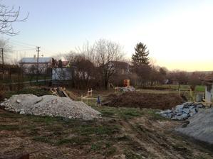 15.04.13 - ... máme rožný pozemok, čiže len jedného priamo bývajúceho suseda, ktorí sú ok ...