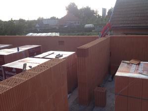 15.05.13 ... máme múry zatiaľ na 7 radov :)