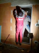montáž okien aj za tmy :) .. 11.10.13
