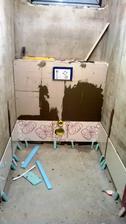 08.02.14. .... a začína sa obkladať aj prvá kúpelňa