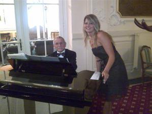 líbánky hotel Pupp KV a bezvadný pianista, který nám zahrál tu naši do Franka Sinatry