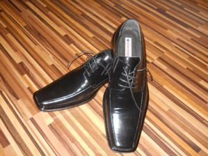 konečne sme našli aj topánočky...  nájsť  47 není také jednoduché