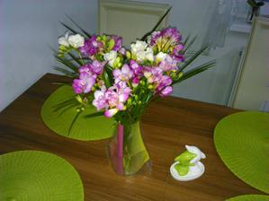 milujem frezie mala som ich vo svadobnej kytici, krasne rozvoniavaju ;-)