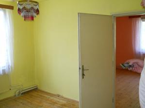 uplne povodný stav, dvere sa zamurovali a vyburali nové priamo z chodby :)