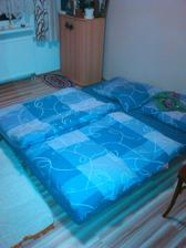 zbavili sme sa starej postele tak mame docasku :)
